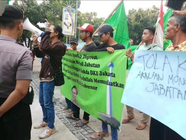 Demo Di Balaikota, Massa GPII Tuntut Anies Copot Sekda DKI