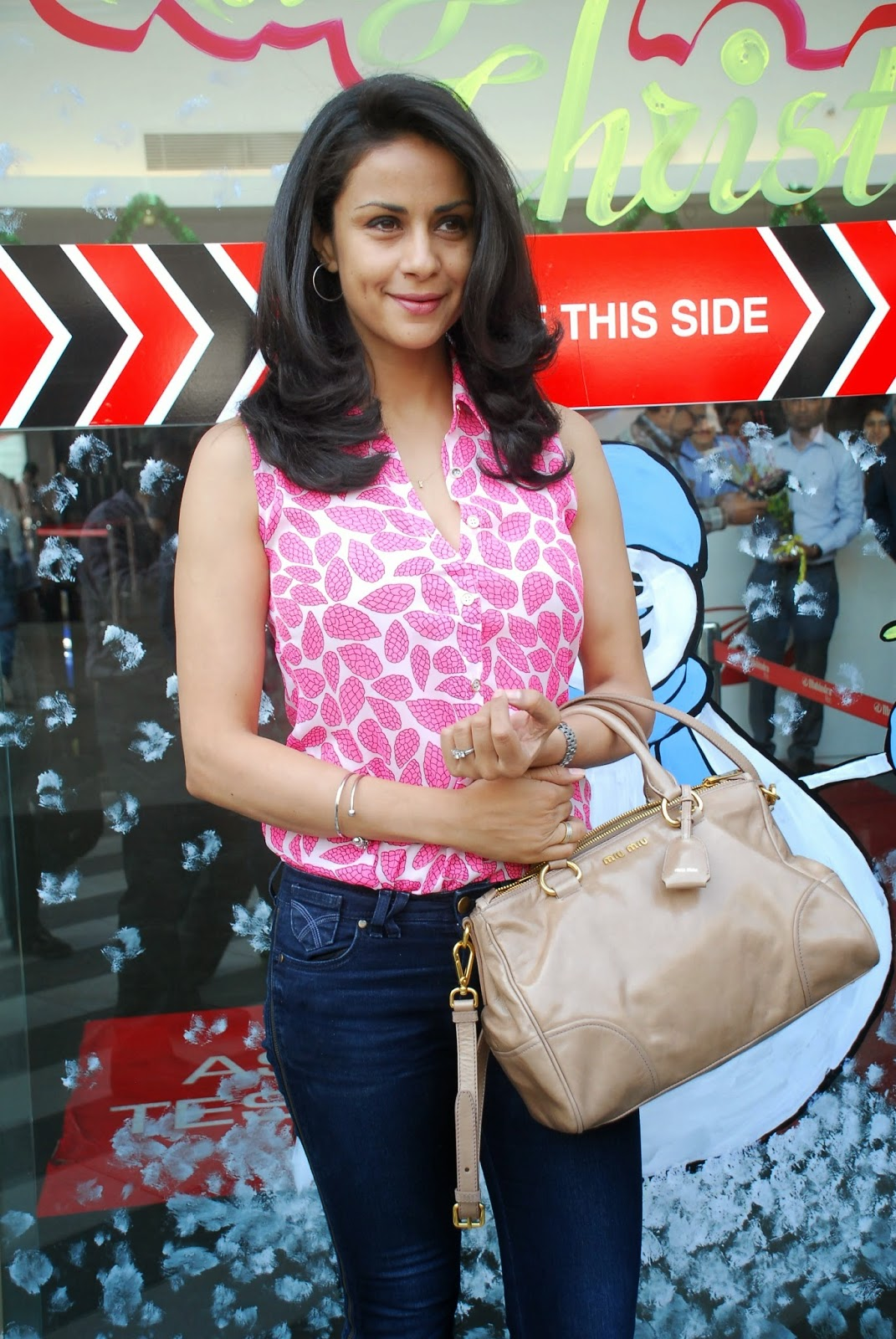 Gul Panag Launch Electric Car Reva E2O Pics