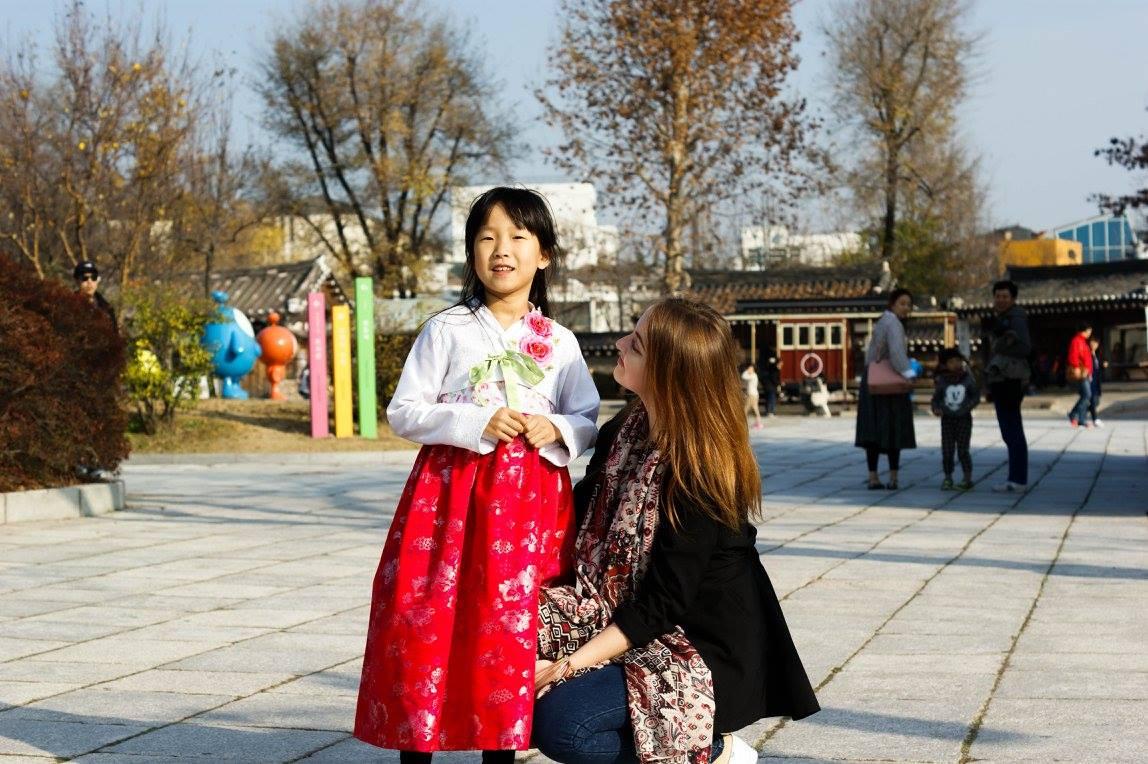 6aae8f50f6a668 Jak we wstępie – hanbok to nazwa tradycyjnych koreańskich ubrań. Dokładny  czas wprowadzenia tego rodzaju stroju 'do obiegu' nie jest dokładnie znany,  ...