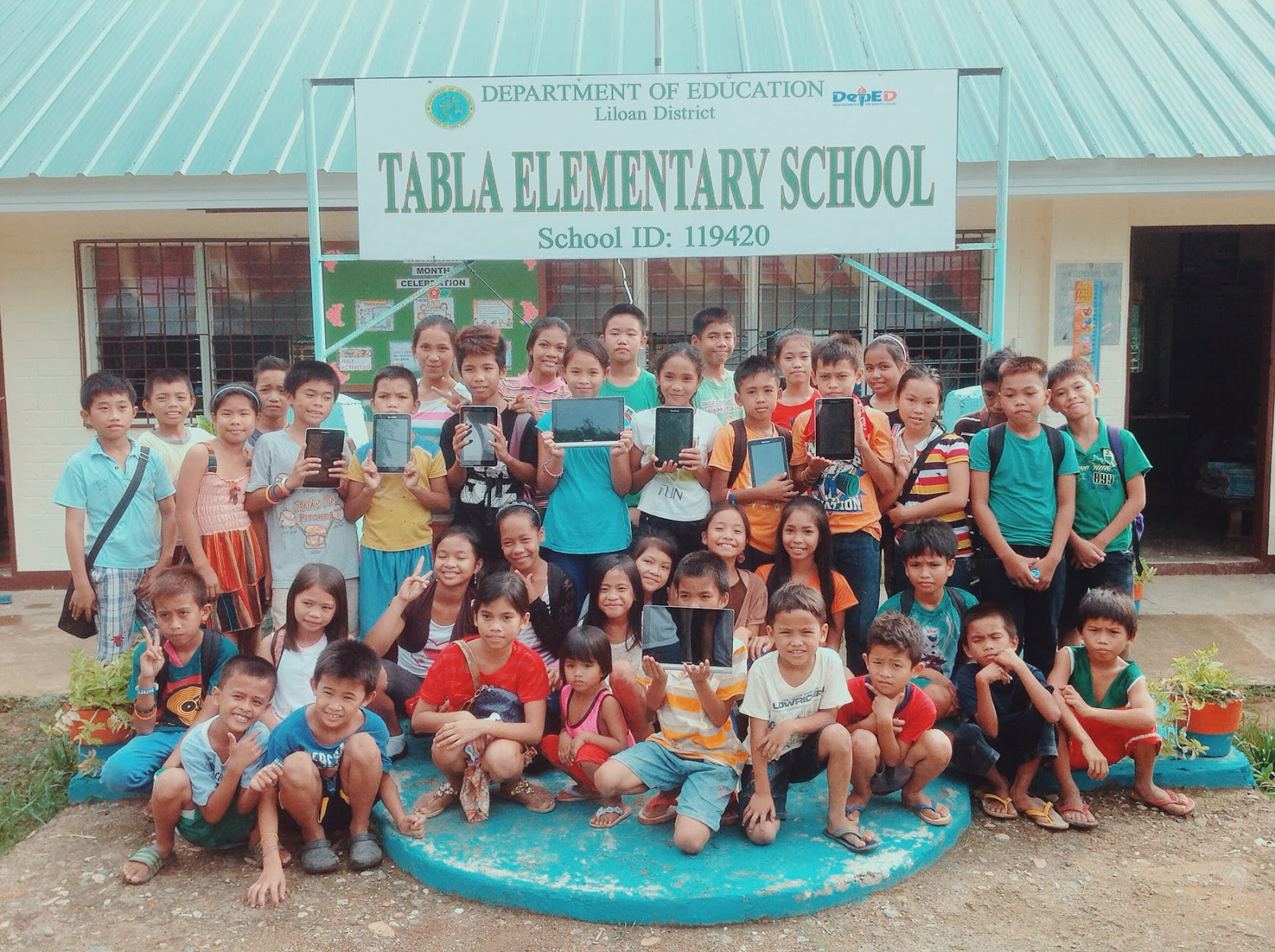 Lenovo donates devices to Tabla Elementary School in Cebu through Project LIBRO