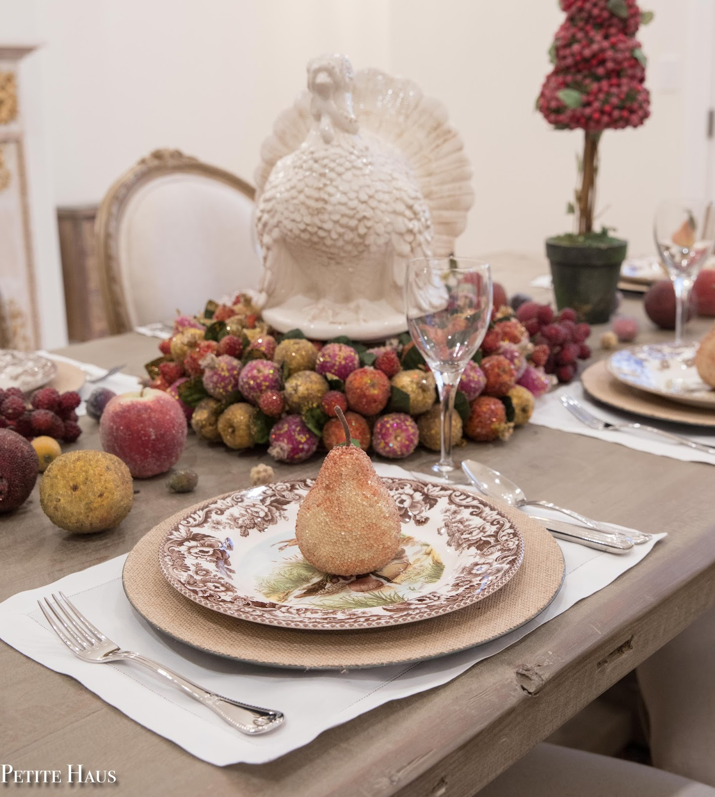 Elegant Thanksgiving table with glittered fruits