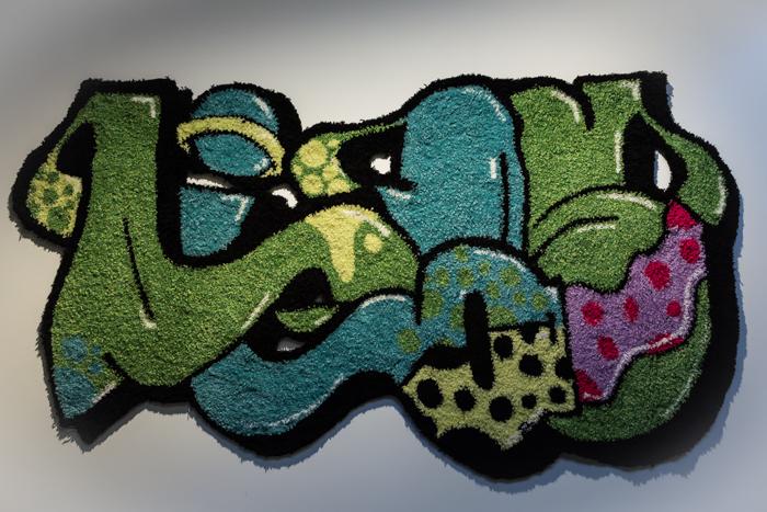 Niina Mantsinen käsintuftattu graffiti arts ryijy rug tuftaus