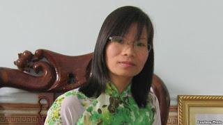 Dân chủ Phạm Thanh Nghiên xúc phạm quốc kỳ