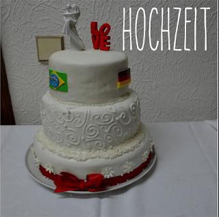 http://melinas-suesses-leben.blogspot.de/2013/07/wedding-time-part-ii-die-hochzeitstorte.html