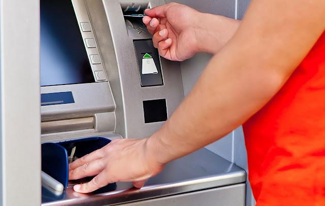 Ήγουμενίτσα: Ένα 20χρονο παιδί στην Ηγουμενίτσα έδωσε μάθημα ήθους μπροστά σε ΑΤΜ τράπεζας!