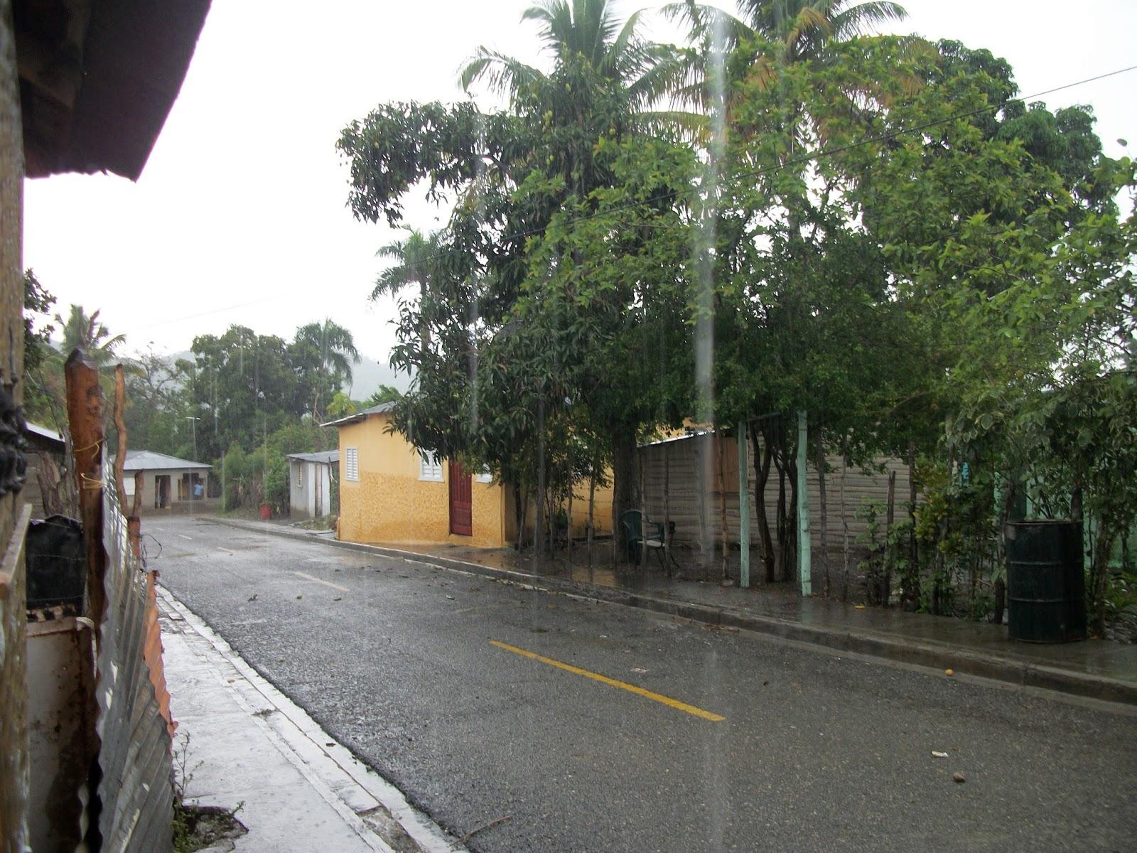 Bohechíodigital.com, R.D : Aguacero por vaguada y onda tropical en RD