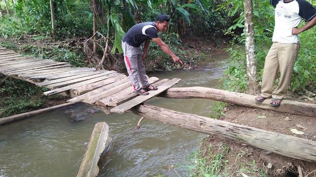 Jembatan Kayu itu rusak, M, Amin Warga Krueng Sabee Meninggal Dunia