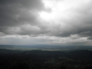Awan di puncak gunung sendaren