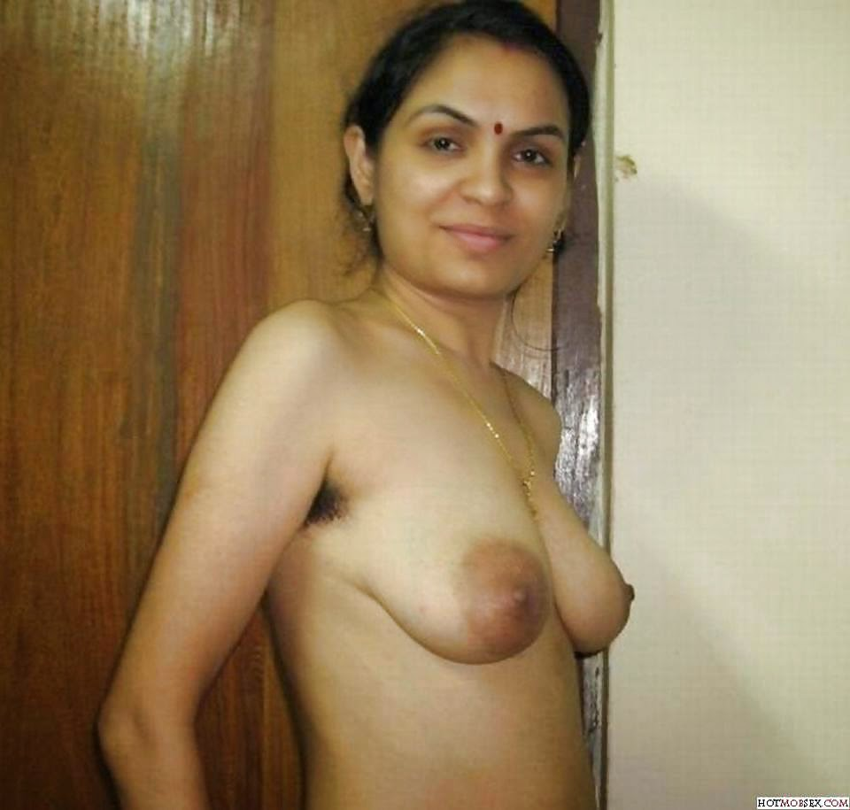 Nude amateur older lady posing