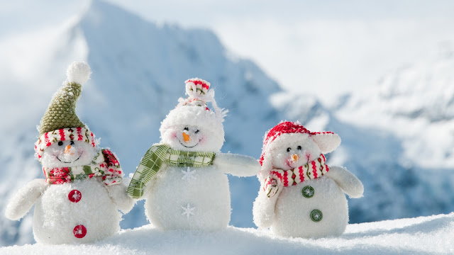 Lovely Three Snowman Wallpaper