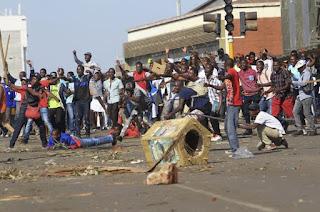 Mugabesiz ilk seçimde ordu sokağa indi!