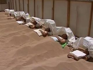 Узбекистан. Единственна клиника псаммотерапии в странах СНГ;  в пустыне Каттакум, под руководством профессора З. Зуннунова, где  болезни лечат с помощью песочных ванн.