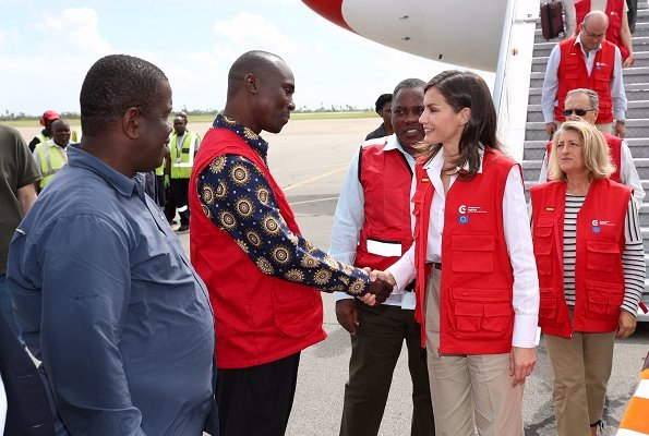 Queen Letizia arrived in Beira, the city that was affected by the cyclone the most, and she visited Dondo Health Centre