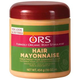 La máscara para los cabellos del huevo y el aceite del aceite de bardana