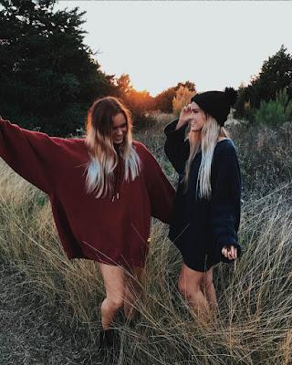 poses de amigas en el bosque tumblr