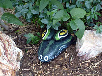alligator head garden art decor painted rocks critter