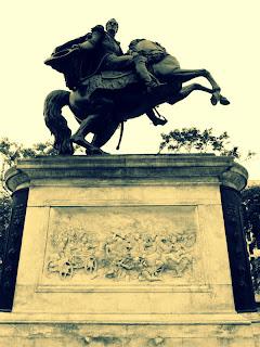 Monumento a Simon Bolivar, na Plaza del Congreso, em Lima