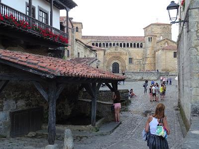 Colegiata de Santa Juliana, Santillana del Mar, Cantabria incluida en los bienes del Camino de Santiago