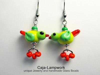 Grün-gelbe Glasvogel Ohrringe, Lampwork Vögelchen