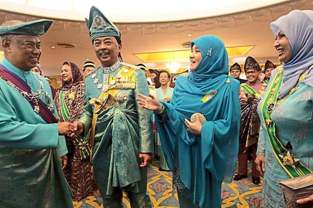 Tengku Mahkota Pahang Titah Gambar Isteri Tidak Menutup