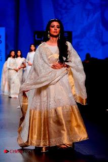 Actress Tabu Walk on Ramp for Gaurang Shah at Lakme Fashion Week  0007.jpg