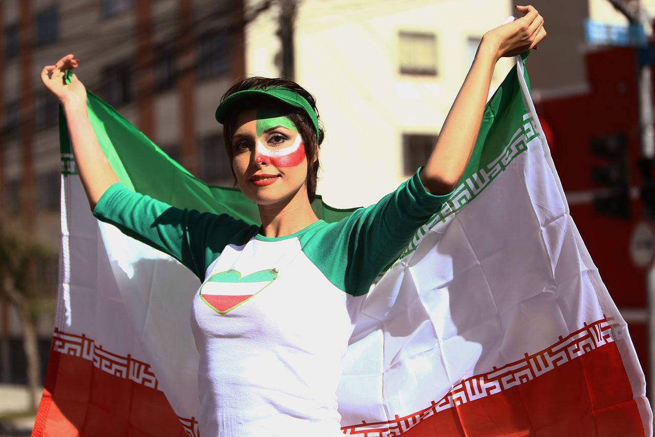 7 Pesona Delillah G, suporter seksi Rusia yang ternyata bintang film dewasa  Gambar untuk Suporter Seksi Rusia iran