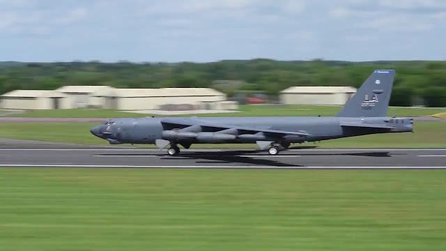 Força Aérea dos EUA está se preparando para usar bombardeiros B-52 frente às tensões crescentes entre Washington e Pyongyang.