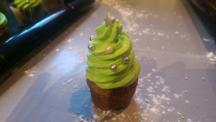 http://www.watercolorcake.fr/2016/12/mini-cupcakes-sapin.html