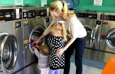 Usaha sampingan wanita jasa laundry image
