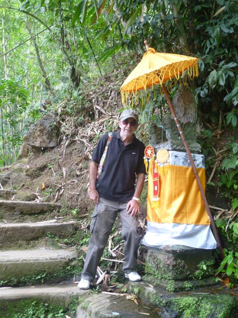 Altar en la montaña de Gitgit Waterfall