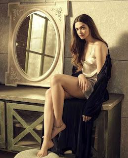 Deepika Padukone Sexy Bare Feets