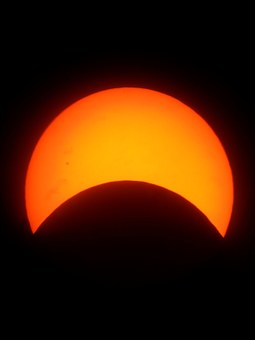 Lore raymond why and how to celebrate eclipse fest for Why shouldn t you look at a solar eclipse