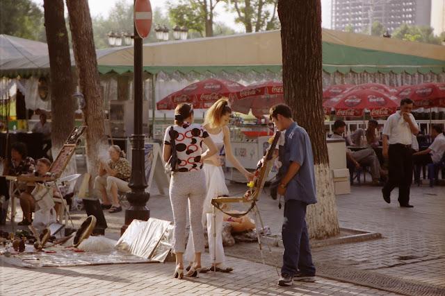 Ouzbékistan, Tachkent, Rue Sayilgoh, Broadway, © L. Gigout, 2001