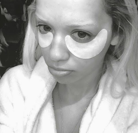Rita Ora Use Adhesive to Stretch the Dark Circles