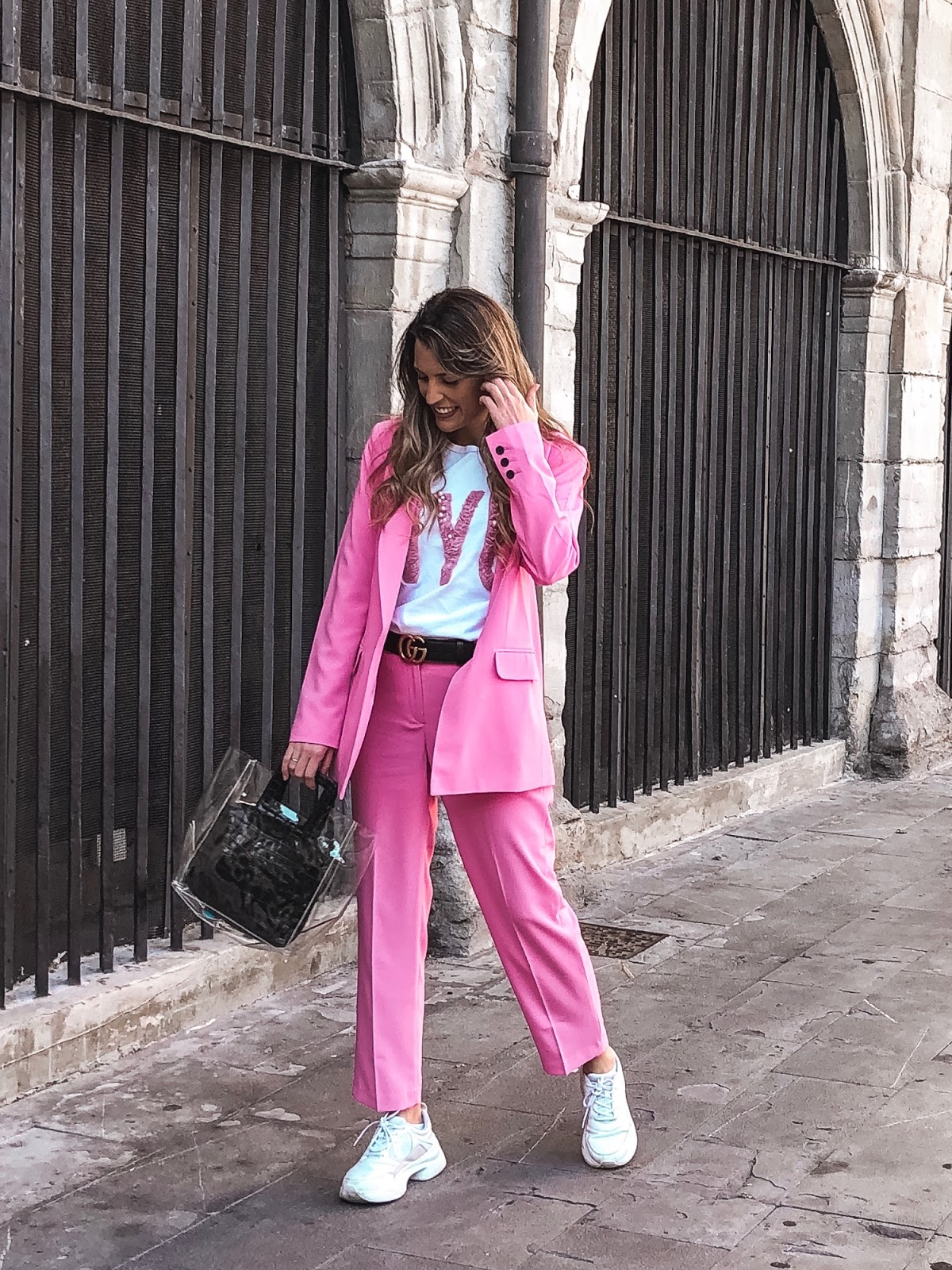 trajes en tonos pastel