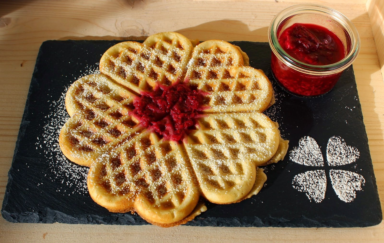 http://food-with-love-by-julia.blogspot.de/2014/11/waffeln-mit-himbeer-vanillesauce.html