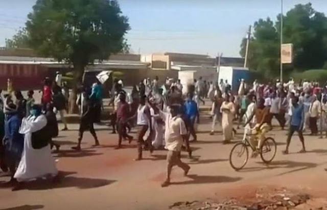 Fresh protests against hikes in price of bread rattle Sudan