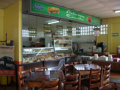 Soda en Terminal Buses Caribeños, Guápiles, Costa Rica, vuelta al mundo, round the world, La vuelta al mundo de Asun y Ricardo, mundoporlibre.com