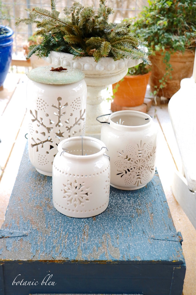 white-ceramic-snowflake-lanterns-with-urn