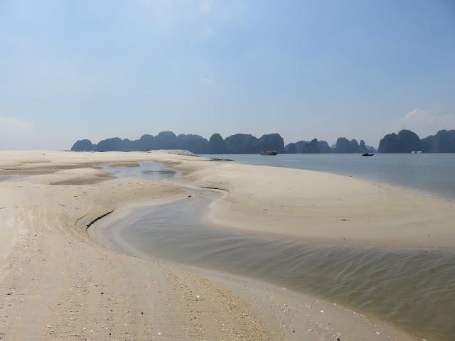Chúa đảo Đào Hồng Tuyển ồ ạt san lấp biển ở Tuần Châu
