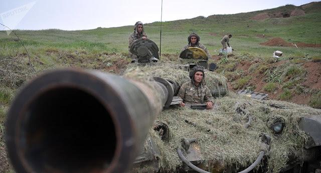 Makienko: Petrodólares de Azerbaiyán echan leña al mayor fuego del Cáucaso