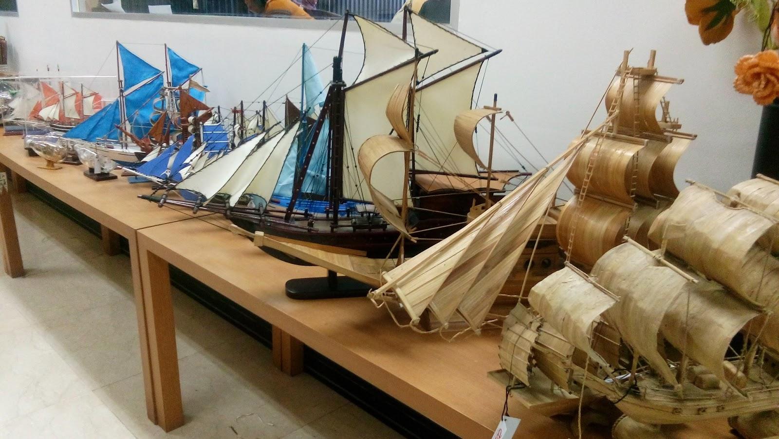 craft berupa kapal pinisi yang ada di ruang kurasi SMESCO