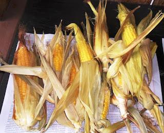 Кукуруза запечена в листьях, зерна буду отделять и замораживать на зиму