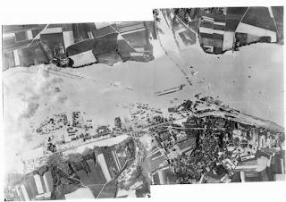 Fotografía aéra de la inundación del valle a 13 kilómetros de la presa del Möhne