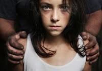 SOS! Πώς θα αναγνωρίσετε έναν παιδόφιλο - Οδηγίες της ΕΛ.ΑΣ. προς γονείς και παιδιά
