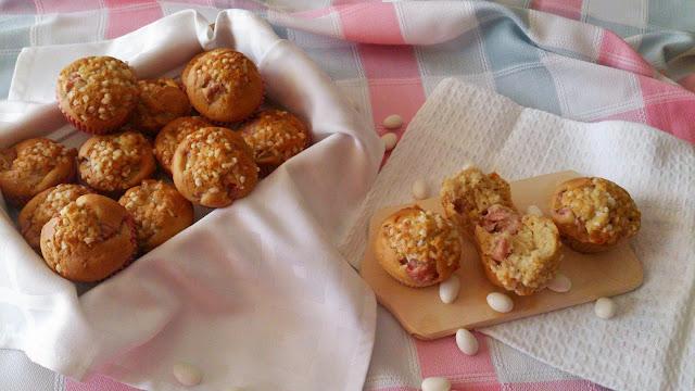 muffins magdalenas cava fresas chocolate blanco desayuno merienda postre azúcar perlado horno rico sencillo