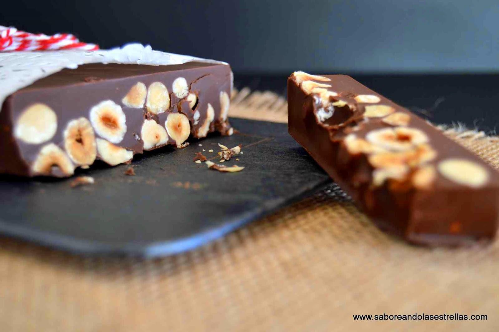 Turrón de chocolate con avellanas y sin lactosa
