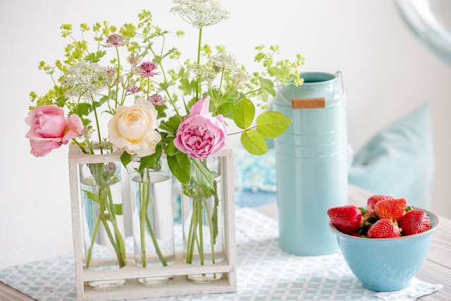 Rosen, Frauenmantel, Sterndolden