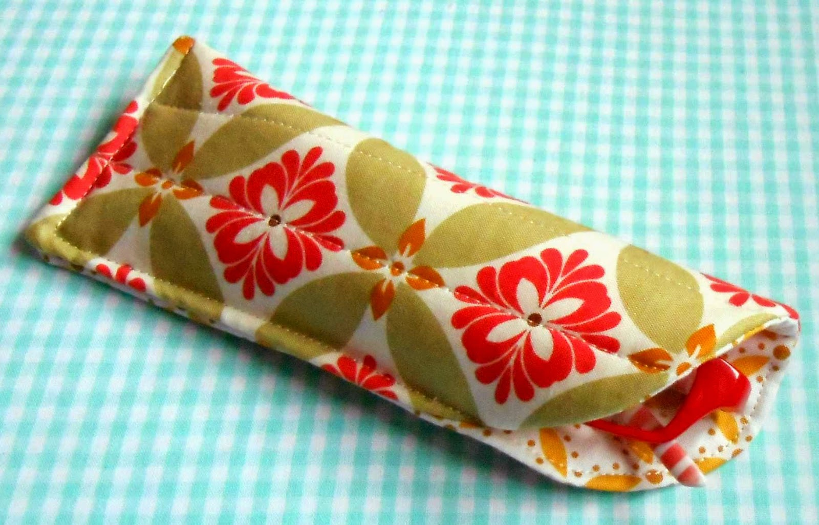 http://www.craftsy.com/project/view/easy-peasy-glasses-case/186389