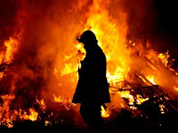 Mobil Truk Tangki Terbalik dan Terbakar di Pakistan